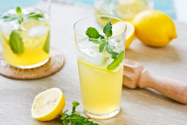 Lemonade with Mint and Bubbles