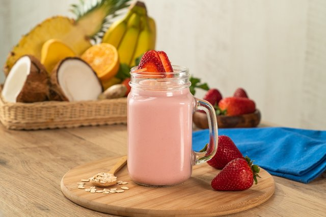 Strawberry Smoothie with Oat Milk