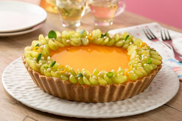 Tart with Yoghurt Mousse with Grapes
