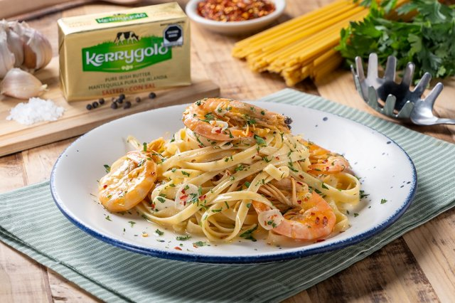 Shrimp with Fetuccini in Butter