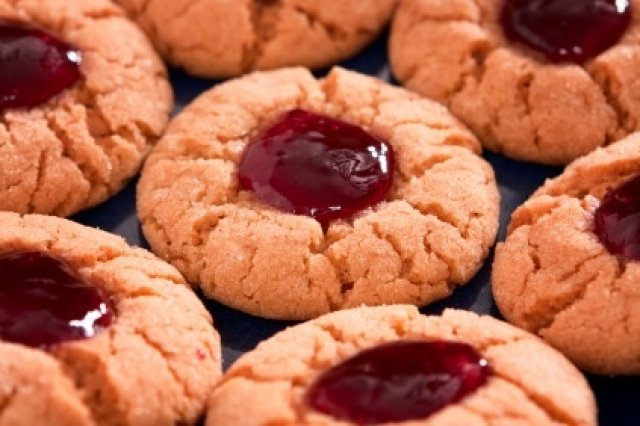 Peanut Butter Cookies with Jam Low in Carbohydrates