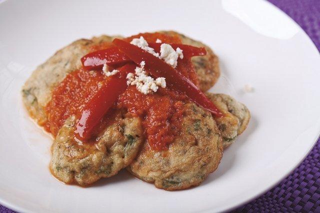 Tortitas de Cilantro en Salsa de Rajas Adobadas