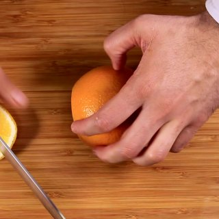Cut the ends3 ways to Peel an Orange