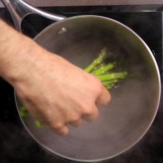 Cook the vegetablesHow to Whiten Asparagus