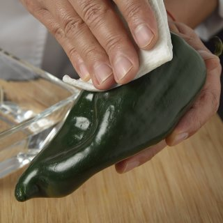 CleanHow to peel Chiles Poblanos