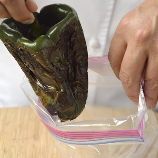 GuardHow to peel Chiles Poblanos