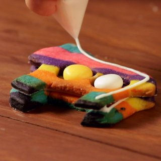 How to make Piñata Cookies