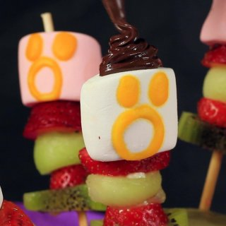 Shape the hairHow to make skewers for Halloween