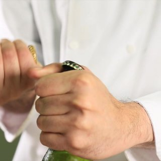 Bottle6 Ways to open a Beer without Opener