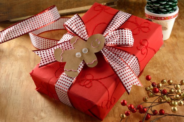 Recipe of How to Wrap Gifts with Ginger Doll