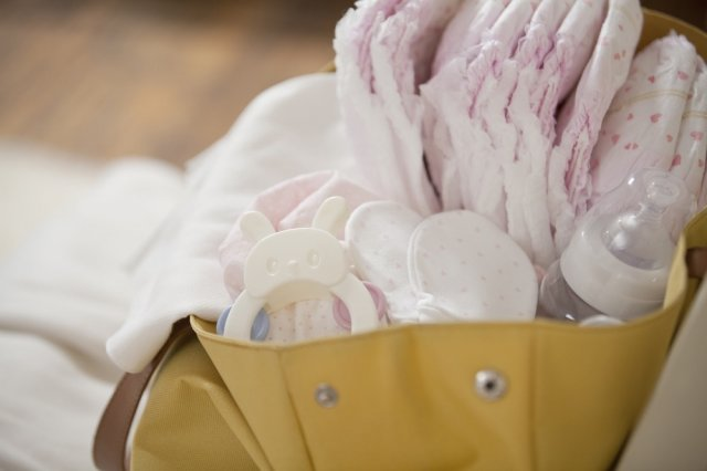 Recipe of 10 Things you must carry in your diaper bag