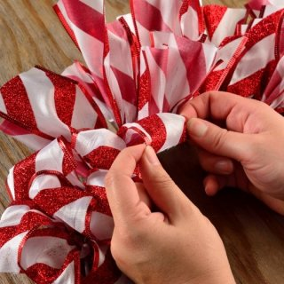 How to make a Christmas ribbon crown