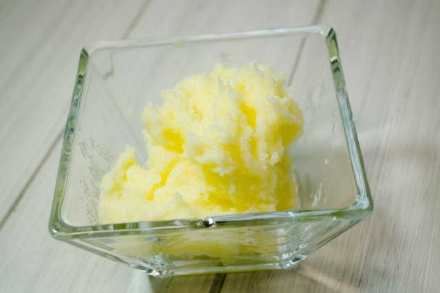 Recipe of How to accrete butter by hand
