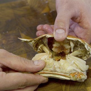 How to remove the pulp from a crab
